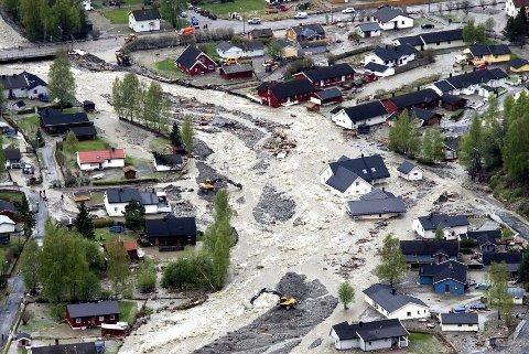 FLOM: Ingen liv gikk tap under flommen i Kvam i 2013 - men det ble store skader på hus.