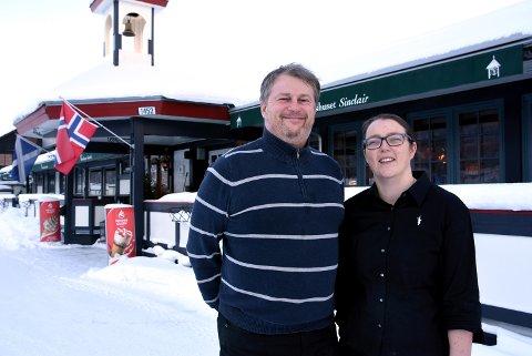 Odd Roar Tveiten og Kariann Bøyum Halland overtar drifte av Rondablikk høyfjellshotell fra 1. februar - foreløpig for to år. Men målet er å kjøpe stedet. I dag driver de Sinclair i Kvam sentrum.