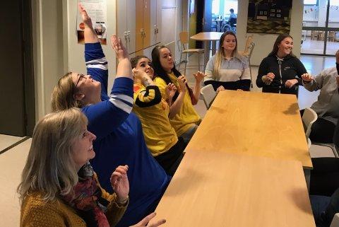 Livsglede for eldre og ballongdans med elever fra helsearbeiderfag på Nord-Gudbrandsdal vgs.