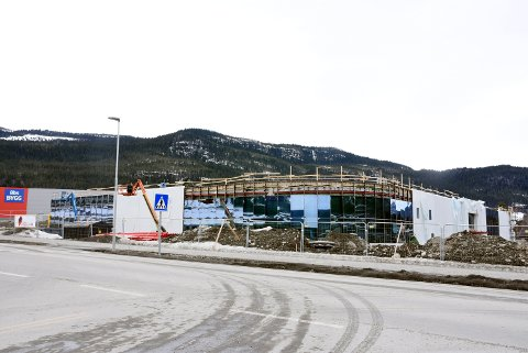 Biltema sitt nye varehus har overtatt den gamle fotballbanen på Vinstra. I juni blir det åpning.