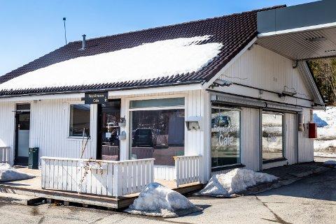 I slutten av mai 2018 skrev GD om nyåpningen av Røyslimoen Cafe, i den tidligere bensinstasjonen på Røyslimoen. Etter rundt elleve måneders drift er det imidlertid over.