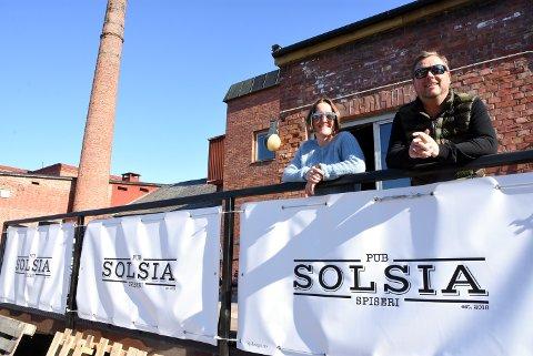 Solsia pub og spiseri på Vinstra satser på en videreutvikling. Nå blir det indisk restaurant. Tom Roger Rognli fra Vinstra står bak selskapet som driver stedet. Her sammen med Randveig Stø som  jobber ved Solsia.