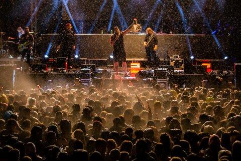 Staysman & Lazz er blant artistene som er booket til å spille på årets Gausdalfestival. Her fra årets konsert på landstreffet for russen på Birkebeinerstadion.