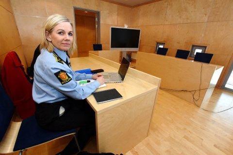 Tingretten fulgte begjæringen fra påtalemyndigheten om to nye uker i varetekt for den drapssiktede 17-åringen. Her ved politiadvokat Stine Rigmor Grimstad i et tidligere fengslinsmøte i Sør-Gudbrandsdal tingrett.
