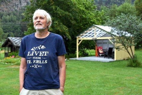 Trond Halle har over 40 år som dølarocker. (Foto: Kristin Veskje)