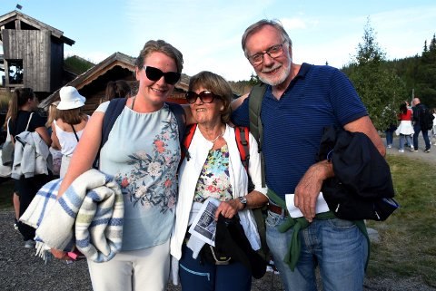 Kona og foreldrene til den nye Peer på Gålå,  Ingrid Weme Nilsen og Lene og Svein Erik Eggen,hadde store forvetninger til premieren på Gålå.