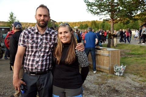 Stian Rønningen fra Sør-Fron  og Siv Gjerdingen fra Ringebu er svært begeistret over den nye Peer Gynt forestillingen på Gålå.