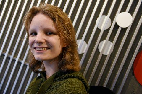 Adele Morken fra Harpefoss fikk en av hovedrollene i musikalen «Rock of Ages» i Otta kulturhus. Korona-situasjonen førte til at forestillingen nå har blitt avlyst tre ganger.