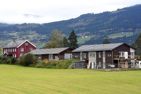 Entreprenørfirmaet gikk konkurs før omsorgsboligene på Listadhaugen i Sør-Fron ble ferdige. Nå må kommunen selv sluttføre arbeidet med innleid hjelp.