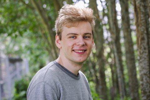 LOKALE KONSEKVENSER: Christoffer Tallerås (25) er redd klimakrisen vil ramme Gudbrandsdalen. – Det som bekymrer meg er om vi skal begynne å se lignende katastrofer sånn som i Tyskland med flom, sier han.