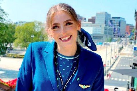 Benedikte Braadland fra Gausdal har fått jobb som flyvertinne i det nye selskapet Flyr etter at hun mistet jobben i Norwegian under pandemien.