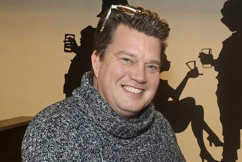 OPTIMIST: Morten Wien ville satset pengene sine på Adam Douglas.