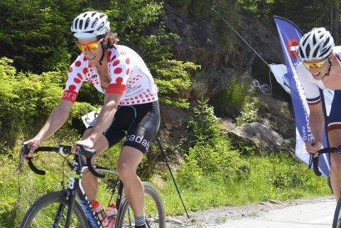 VANT EGEN TRØYE: Jo Hoff Nordskar fra Harestua (til venstre) hadde designet flere trøyer som han sponset sykkelrittet Rojan Rundfahrt. Klatretrøya vant han selv.