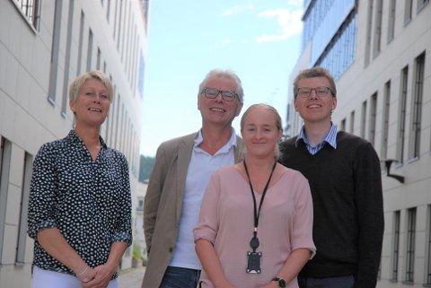 TAR GREP: Utdanningsdirektør Ingrid Bøe, Anders Riis Mari Beate Berg og Jon Kristian Sørmo. Marit Kval Hagemoen i teamet var ikke til stede da bildet ble tatt.