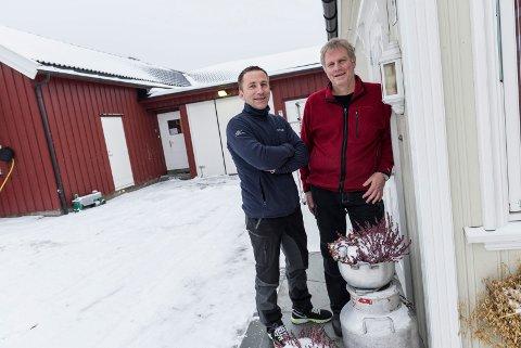 Ut av garasjen: Etter mange år i garasjen til eier Tor Egil Torp (til høyre) skal nå Hadeland viltslakteri bygge seg et helt nytt produksjonsbygg. Daglig leder Øyvind Løvaas gleder seg til å få bedre plass.