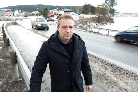 Nesten: Ordfører Morten Lafton har selv vært nære ved å bli påkjørt på gangfeltet over E16 ved Coop på Jevnaker.