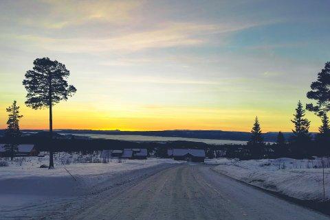 FIN VINTERDAG: Torsdag kan du belage deg på både sol, og kanskje også en fin solnedgang på tampen av dagen. Dette bildet er fra Lygnalia.