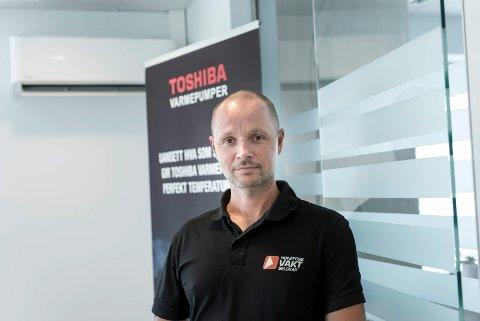 ADVARER: Fredrik Spanjor er daglig leder hos Hønefoss vaktselskap. Han ser at det er mye narkotika i Hønefoss, og deler politimann Tommy Laftons bekymring.