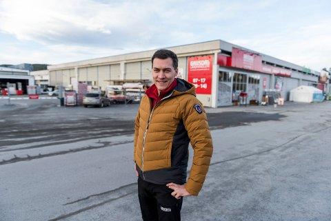 Full fart: Hos Gausdal landhandleri på Jevnaker forteller varehussjefen, Atle Magnus Dedekam Roen, at omsetningen i både privat- og proffmarkedet fortsatt er god.