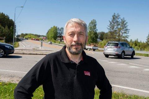 Farlig kryss: Hans Ole Braathen hører daglig tuting fra krysset mot HRA og Musemyra fra E16.