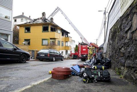 Brannvesenet jobbet i tre timer for å slukke brannen. (Arkivfoto)