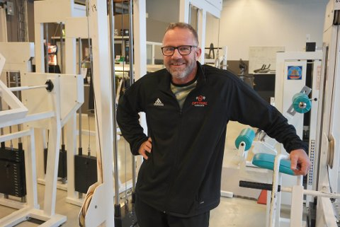 VANSKELIG ÅR: Det har ikke vært lett å drive i treningsbransjen under koronapandemien. Men Thomas Hamar ved Optimal treningssenter har brukt tiden på å pusse opp og utvide tilbudene.