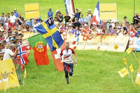 O-FEST: Olav Lundanes på vei til mål som gullvinner under VM i Lausanne, Sveits i 2012. Nå kan VM-festen komme til Halden og Østfold.
