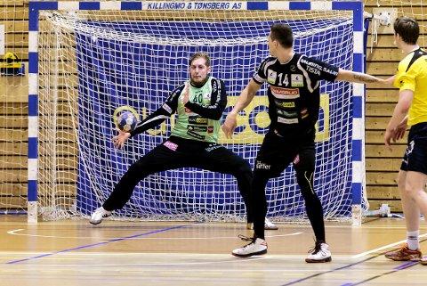 Rasmus Bech blir belønnet med en 8'er av HAs håndballeksperter.
