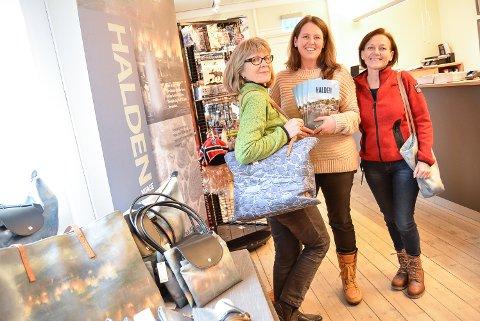 KLARE FOR TURISTER: Anne Kjølbo (f.v.), Inger Geitle Midttun og Liv Lindskog er spent på responsen på reiselivsmessa førstkommende helg. - Vi skal være en del av Visit Østfold, men kommer selvfølgelig til å jobbe for å presentere så mye som mulig om Halden, sier turistsjef Lindskog.
