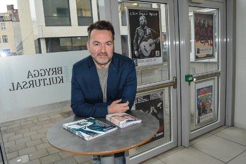 BRA PROGRAM: Høsten har vært vellykket for Brygga kultursal. – Vi kan ikke selge ut alle arrangementene. Da har vi ikke god nok bredde, sier daglig leder Martin Gundersen.