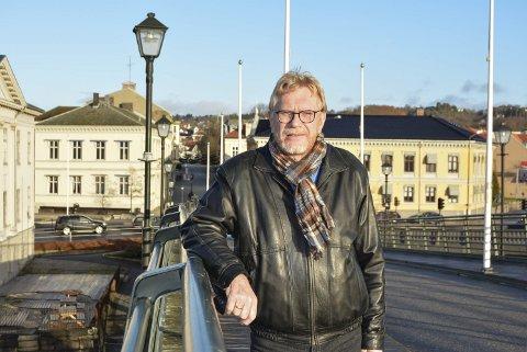 REAGERER PÅ PRIORITERING: Olav Kolstad leder Banken velforening og er ikke fornøyd med at kommunen søker om penger og prioriterer utbygging av fiber i distriktene mens Banken midt i sentrum ikke har tilgang på fiber.