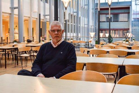 OPPGITT: Arild Rød, rektor ved Halden videregående skole, er skuffet over dårlig framdrift i arbeidet med å samle det videregående utdanningstilbudet i Halden. – Dette går altfor sent, sier han.