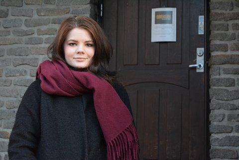 Emilie Langbråthen driver Grensen Burger Bar. Nå kan hun fortelle at restauranten igjen er åpen.