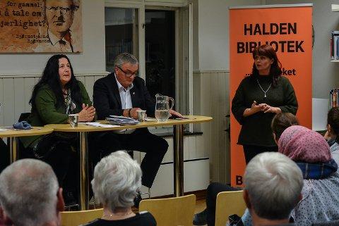 POLITIKERE: Per Egil Evensen fra Frp satt i panelet mens Kirsti Brække Myrli (Ap, t.h.) ba om ordet da det ble åpnet for spørsmåk og meninger fra publikum.