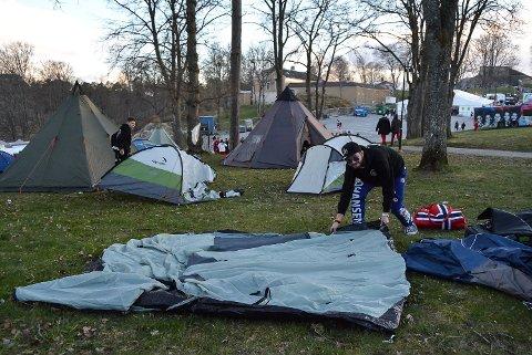 Joachim Johansen fra Sarpsborg er ikke redd for å fryse i teltet sitt på landstreffet i helga. - Det er bare å kle på seg nok med varme klær, sier han.