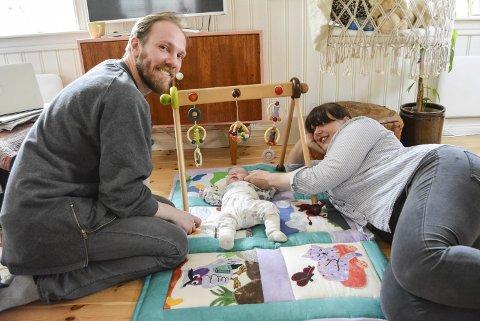 FAMILIELYKKE: Venneparet Tomas Adrian Glans og Anne Aarrestad er oppover ørene forelsket. Ikke i hverandre, men i datteren Hedvig.