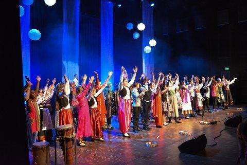 724cade6 Elever fra Os skole viste intergrering i praksis gjennom sang og musikk. De har  jobbet