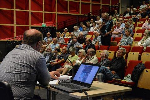 Folkemøtet var klart imot Jernbaneverkets forslag til jernbanetrasé inn til Halden.