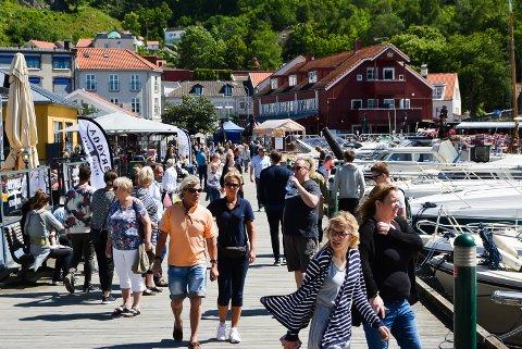 Det var folksomt på gjestehavna under Mat og havnefestivalen i 2017.