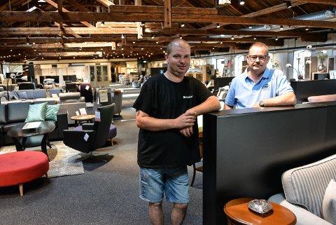 NYTT I GAMMELT LOKALE: Fagmøbler har flyttet til Høvleriet. Daglig leder Roy Ruud (t.h.) og Øyvind Haug er fornøyde. – Vi håper å øke omsetningen opp mot 15 millioner kroner, sier Ruud.