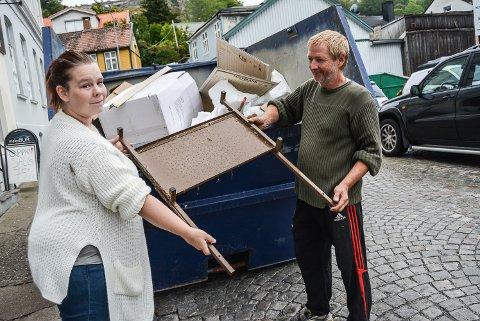 I GANG: Eileen Cathrine Østgård og Kjell Atle Pettersen har kjøpt inventaret i Malerbua og leier lokalene i Borgergata. Denne uka åpner de dørene som Kremmerbua, men den offisielle åpningen blir i begynnelsen av oktober.