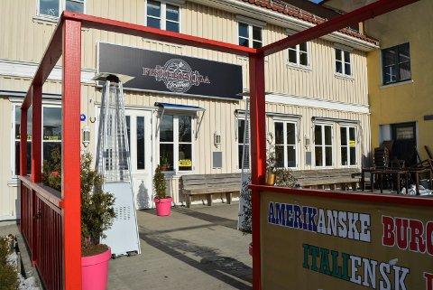 GOD MOTTAKELSE: Fiskebrygga grillhus har fått god mottakelse både av Mattilsynet og kundene i Halden.