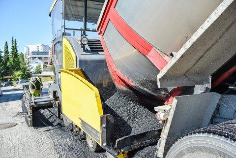 NY ASFALT: Store deler av Grønliveien skal få ny asfalt. Arbeidene starter mandag 22. juni. Illustrasjon.