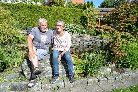 Lars og Eirin Bjerke har en flott og innholdsrik hage i Korterødveien i Sponvika.