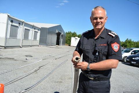 ADVARER: Brannsjef Ole Christian Torgalsbøen er bekymret. Det er ekstremt tørt i skog og mark og han frykter skogbranner.
