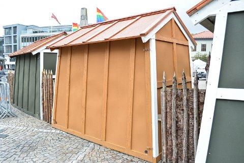 AUTENTISK STIL: Palisadene og bodene er laget av Fredrikshalds Borgervæpning.