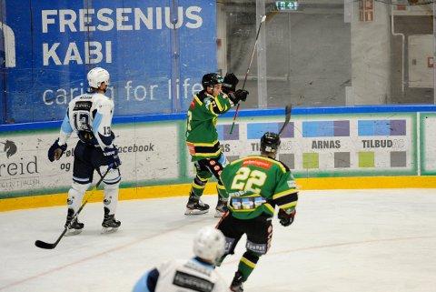 MYE Å JUBLE FOR: Ugnius Cizas og Comet har mye å juble for den siste tiden, og her har litaueren akkurat scoret sitt andre mål i kampen.