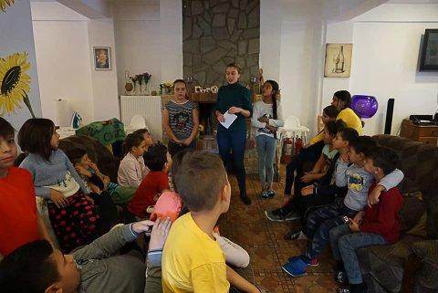 """SKRIVER BREV TIL JULENISSEN: H2Hs prosjekt """"Brev til julenissen"""" bidrar til at 1000 fattige barn i Romania, som ellers ikke ville fått julegave, får gave på julaften."""