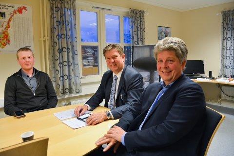 ER LEI: Til venstre: Nils Håkon Sandtorp (KrF) uttaler seg om sms- og epostutvekslingen mellom ordfører Geir Aarbu (SP) og varaordfører Alf Ulven (H).