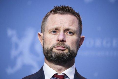 Helse- og omsorgsminister Bent Høie vil holde på kravet om karantene for hytteeiere i Sverige. Foto: Ørn E. Borgen / NTB